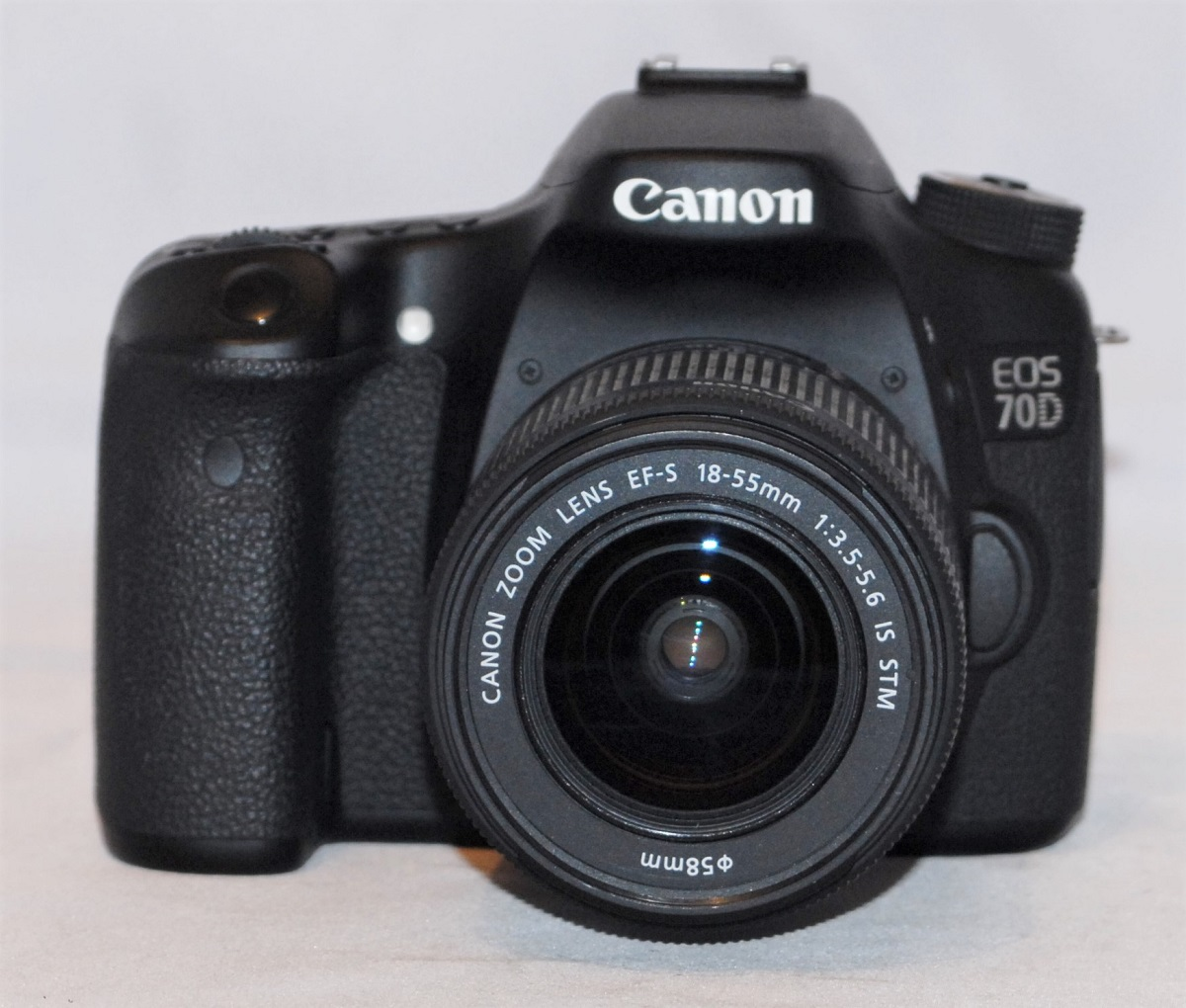 Canon EOS 70D + 18-55mm f3.5-f5.6 STM lens. Near mint condition. SOLD