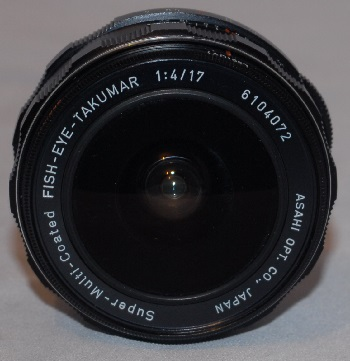 Pentax 17mm f4 fisheye near mint + 2 lens caps and case