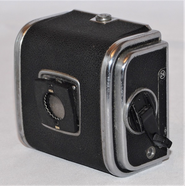Hasselblad A24 back (excellent condition). Missing dark slide.