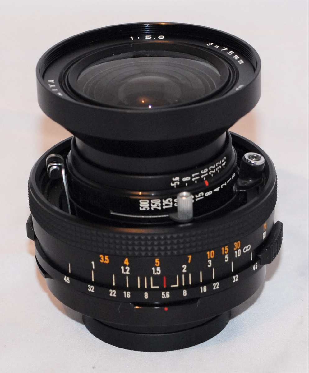 Mamiya Sekor 75mm f5.6 (for Polaroid 600SE). Excellent condition.