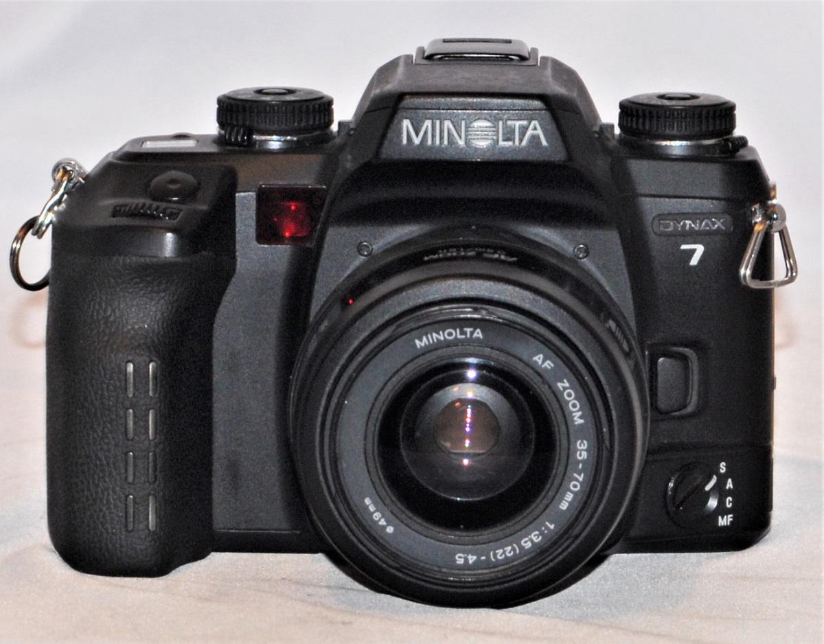 Minolta Dynax 7 + 35-70mm f3.5-f4.5. Excellent condition.