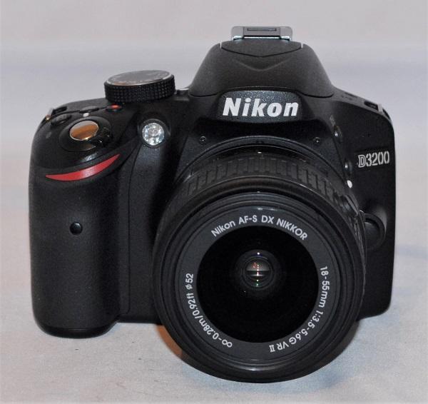 Nikon D3200 + 18-55mm VRII. Near mint condition.(SOLD)