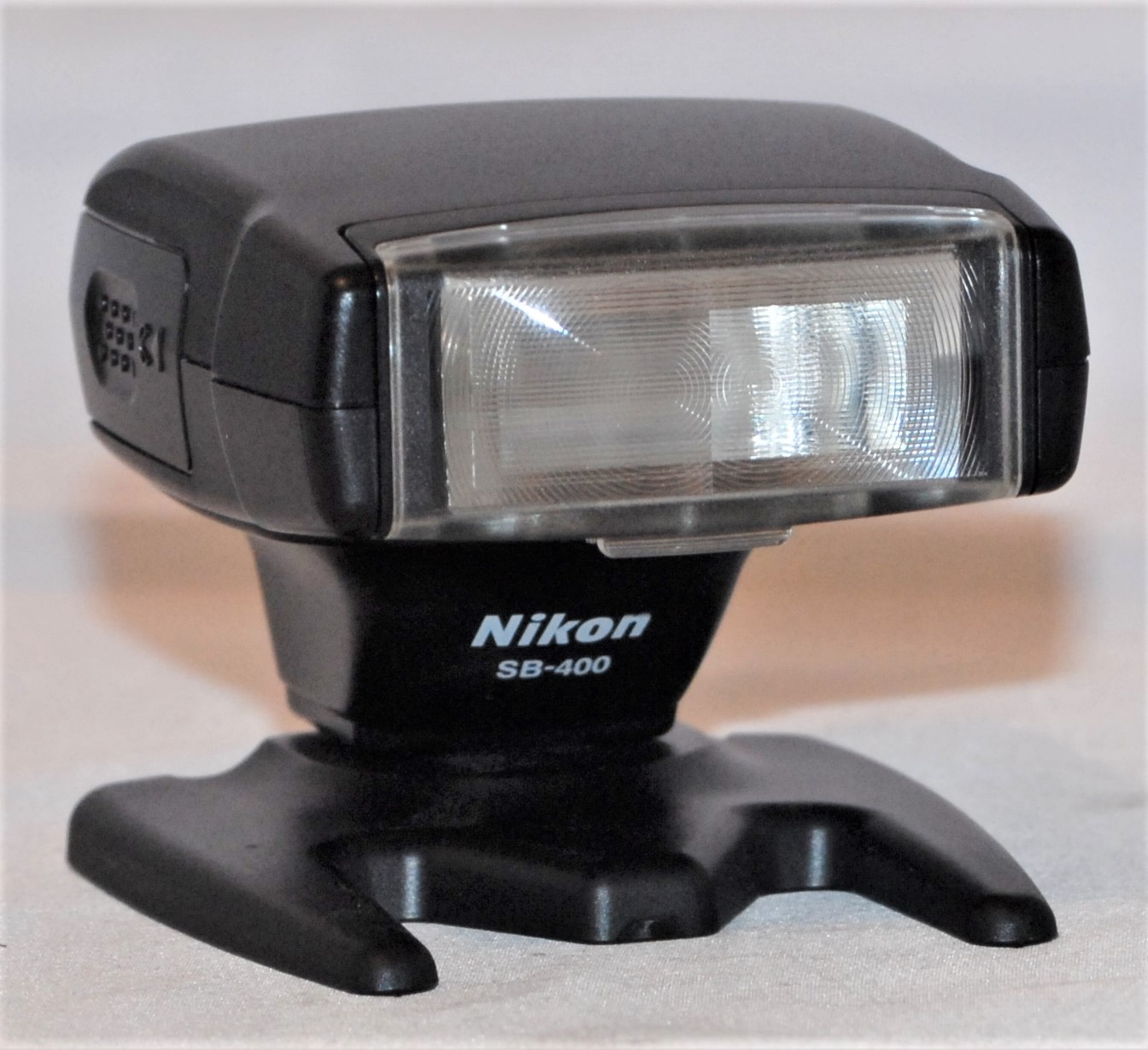 Nikon SB400 Speedlight. Includes case. Near mint condition.