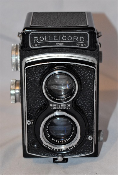 Rolleicord IIb Model 3 (1938-1939), includes case and lens cap.