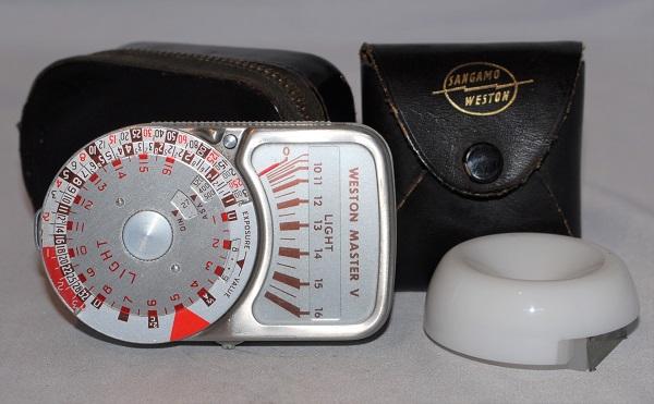 Weston Master V light meter. Includes invercone case. (Excellent condition).